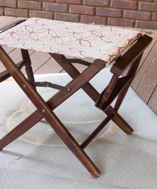 I had been wanting a X leg bench for my bedroom but the price is out of my budget. I purchased two broken thrifted chairs and turned them into a beautiful x leg bench.