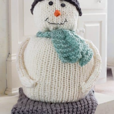 This chunky knitted snowman is knitted with chunky yarn and extra large knitting needles.
