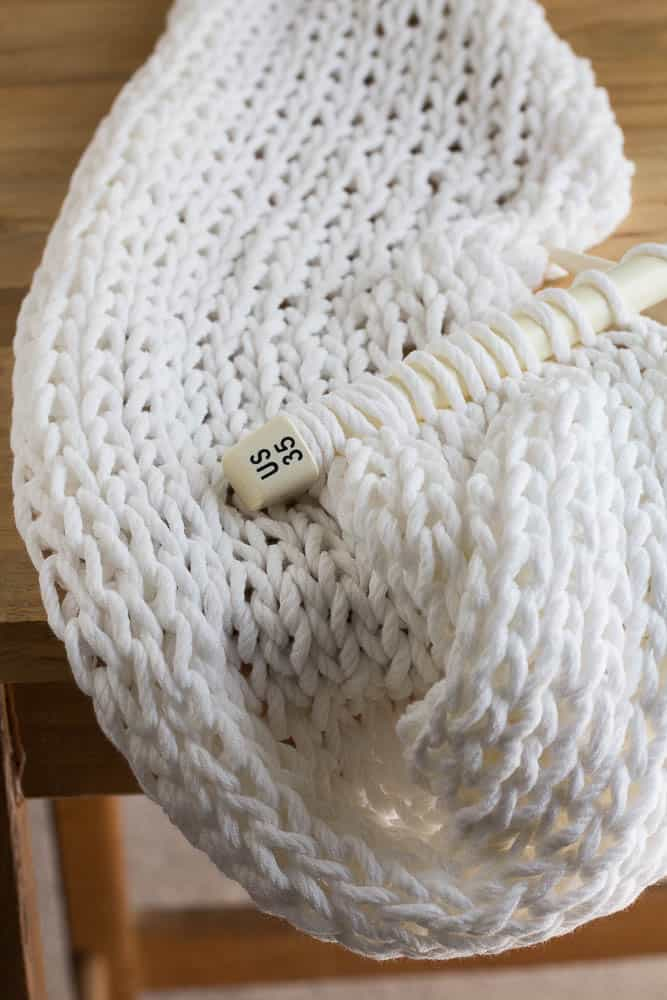 How to easily knit a chunky pillow for beginners