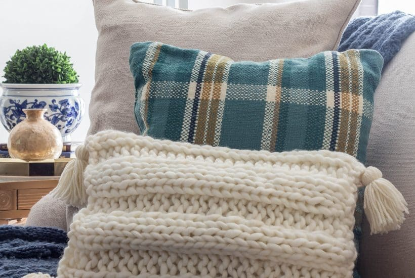 Knitted Pillow with Tassels Pattern