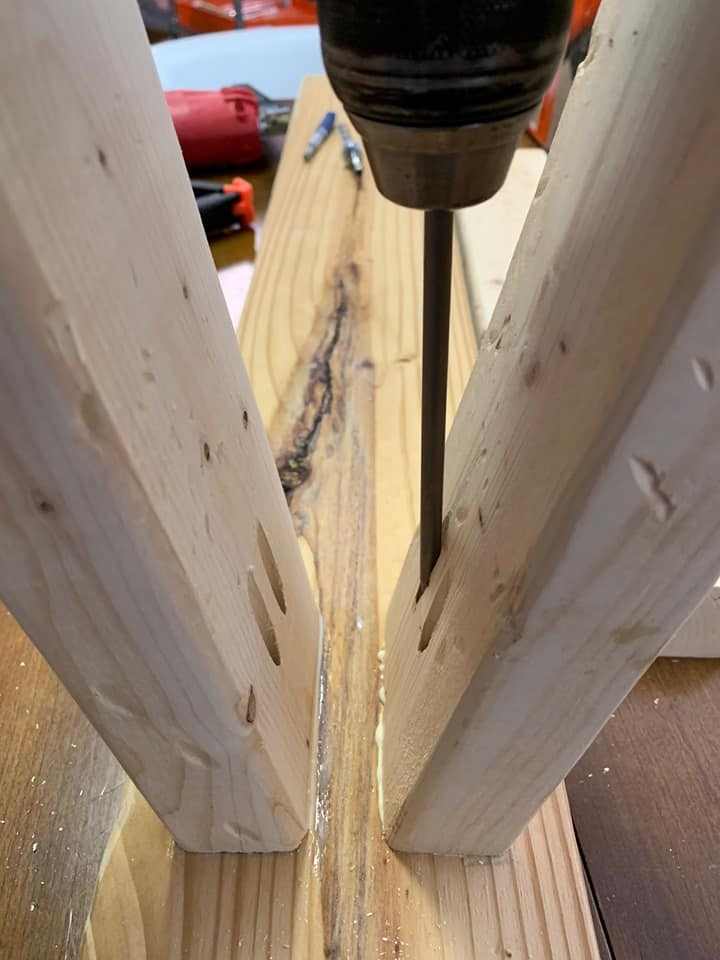 How to build an easy diy end of the bed wood bench.