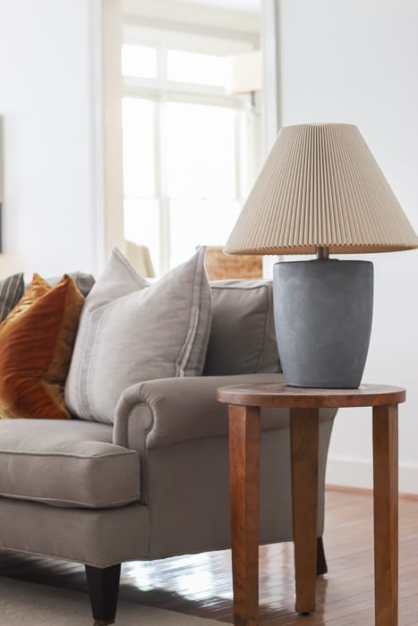 How to paint a lamp to look like concrete.