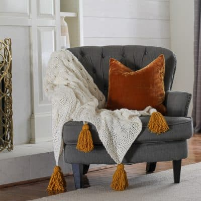 Throw blanket with chunky tassels