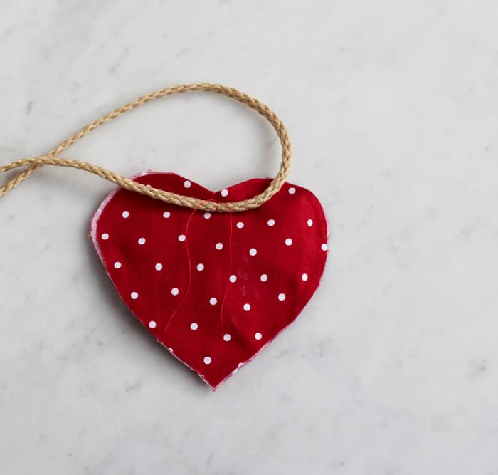 Add a piece of thread to the heart