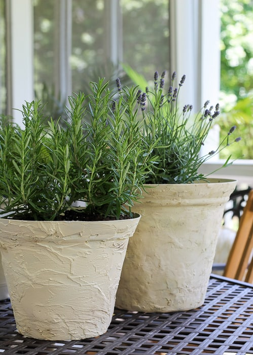 How to make a plastic planter pot look like aged stone